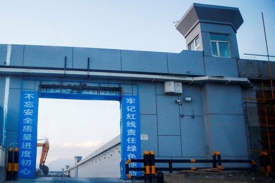 중국 당국은 이 수용시설을 '교육센터'라고 주장하고 있다. 로이터=연합뉴스