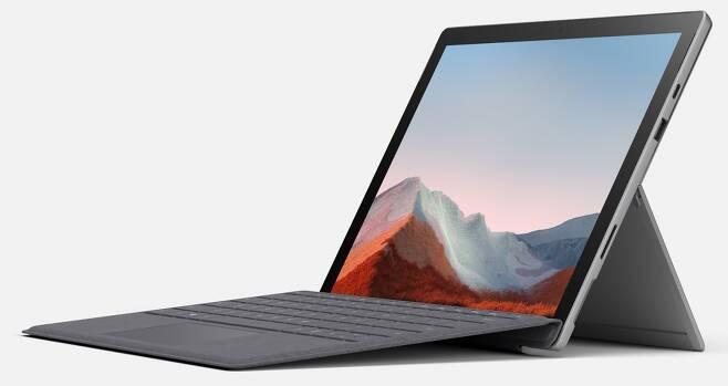 SSD 탈부착 기능을 갖추고 지난 1월 국내 출시된 디태처블 태블릿 'MS 서피스 프로7 플러스' /사진=한국MS