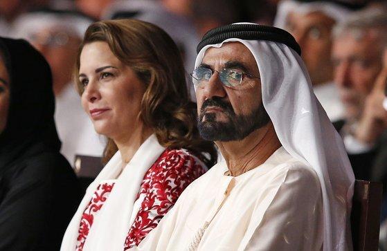 모하메드 빈 라시드 UAE 총리 겸 부통령이자 두바이 군주가 아내인 하야 빈트 알-후세인 요르단 공주와 함께 두바이에서 열린 2016 아랍 미디어 포럼 개최식에 참석한 모습. 사진 EP=연합뉴스