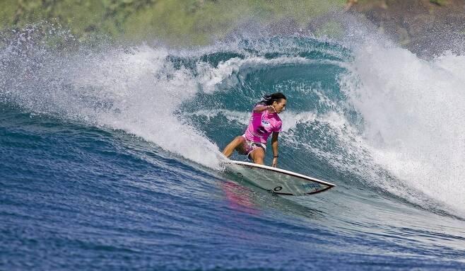 레인 비칠리(호주)가 2006년 10월 하와이 마우이에서 열린 빌라봉 프로 ASP월드타이틀에서 서핑 묘기를 펼치는 모습. 마우이/EPA 연합뉴스