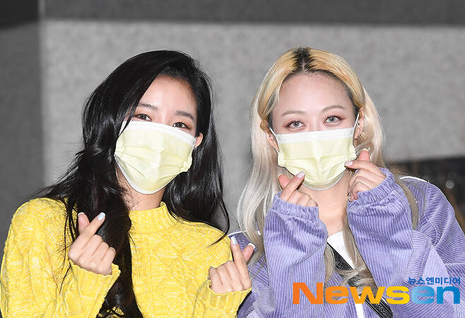 Duet singer Kimbo (KEEMBO) Kim Bo-hyung (left) and Kim Bo-ah attended the MBC M Show Champion schedule held at MBC Dream Center in Ilsan-dong, Goyang-si, Gyeonggi-do on the afternoon of March 10.
