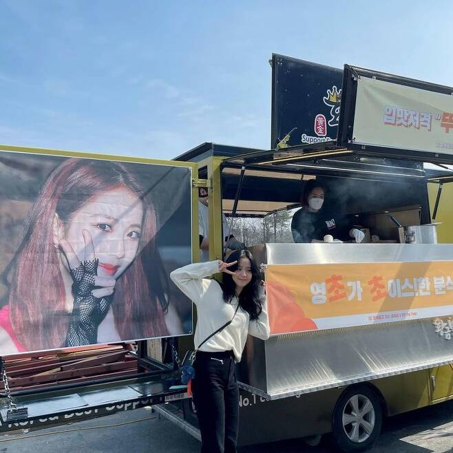 Group BLACKPINK Ji Soo certified fans coffee tea gifts.Ji Soo wrote on his Instagram on March 11, Today is a strong day thanks to Wool Blink; I love Wool Blink, which is always a great strength.I will shoot hard. The photo shows Ji Soo posing in front of coffee and snack car that arrived at JTBCs new drama Snow Strengthening shooting scene.Ji Soo gave a happy smile and gave a variety of authentication shots and gave thanks to him.On the other hand, Ji Soo s Snow Strengthening is a romantic material that goes against the era of a female college student, Young - cho, who suddenly jumped into a female dormitory in 1987 in Seoul,It is scheduled to air in the first half of this year.