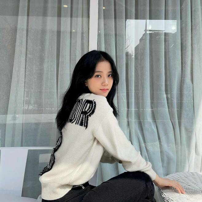 Group BLACKPINK member Ji Soo boasted a beautiful visual.Ji Soo posted several photos on his Instagram on the 11th.In the open photo, Ji Soo is sitting in a chair and resting, his perishing small face and concave features attracting attention.Especially, Ji Soo made a smile and emanated a gentle eye, making people who showed off their colorful charm.Meanwhile, Ji Soo will appear in the JTBC drama Snowdrop: Snowdrop (Gase), which is scheduled to air this year.Snowdrop tells the story of love that goes against the era of the guardian (Jeong Hae-in), a prominent college student who suddenly jumped into a womens dormitory in the background of Seoul in 1987, and the female college student Young-cho (Ji Soo-min), who concealed and treated him even in the midst of the crisis.Photo Ji Soo SNSc & star. mk. co