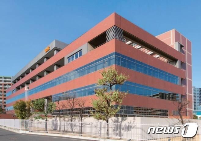 일본의 가나가와현 가와사키시에 위치한 TOK(도쿄오카공업) 본사 전경(사진=TOK 제공) © 뉴스1