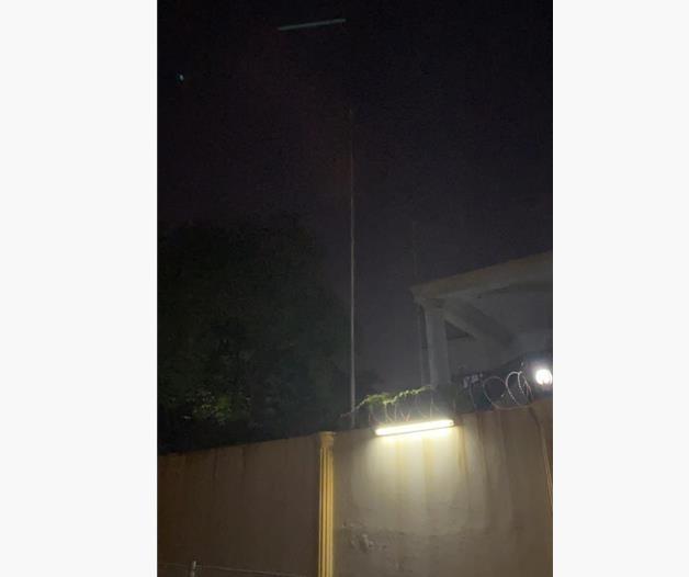 21일 새벽 북한 대사관에서 인공기가 내려온 모습 [말레이시아 한국교민 제공=연합뉴스]