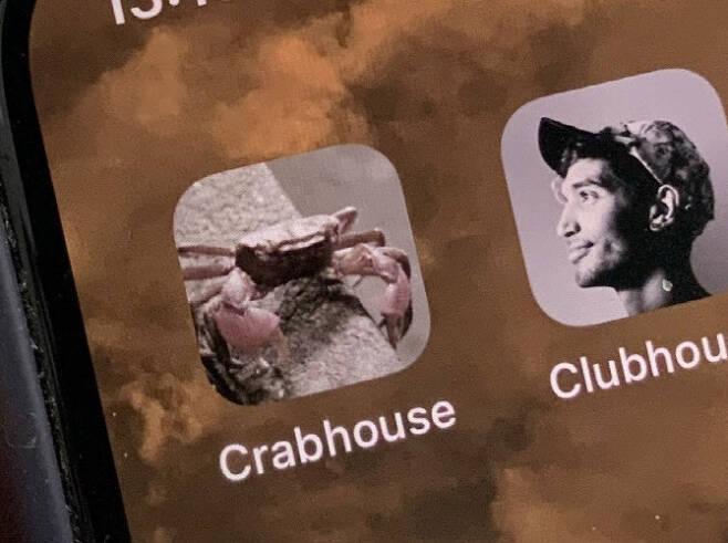 지난달 일본에서 클럽하우스의 폐쇄성을 비꼬는 의미로 출시한 앱 '크랩하우스'. 현재는 '크랩홈'으로 이름을 바꿨다. 클럽하우스와 이름이 비슷해 사용자들에게 혼란을 준다는 iOS 지적을 받아들인 것(사진=재팬투데이)
