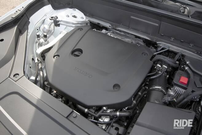 2.0L 터보엔진에 전기식 슈퍼차저, 48V 마일드 하이브리드 시스템의 조합은 자연흡기에 가까운 즉각적인 반응을 보여준다.