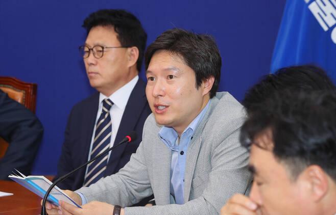 더불어민주당 김해영 전 의원이 지난해 6월 국회에서 열린 최고위원회의에서 발언하고 있다. 연합뉴스