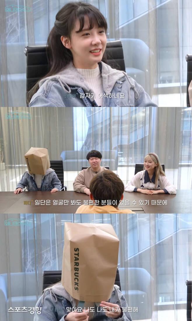 남성 성희롱 논란으로 각 프로그램에서 하차했던 김민아가 같은 맥락의 논란으로 재차 비판의 대상에 올랐지만 침묵은 이어지고 있다. 유튜브 방송 화면
