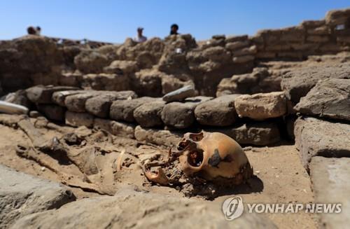 이집트 룩소르 도시 유적지에서 발굴된 사람의 유골 [로이터=연합뉴스]
