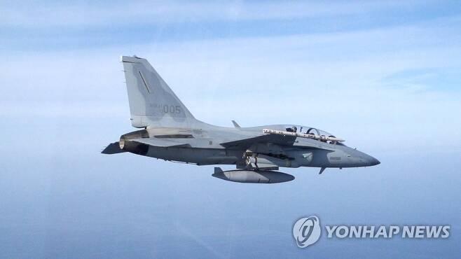 국산 FA-50 전투기 사진은 FA-50 전투기에서 사거리 22㎞의 공대지 미사일인 AGM-65G(매버릭)가 발사되는 장면.[연합뉴스 자료사진=공군 제공]