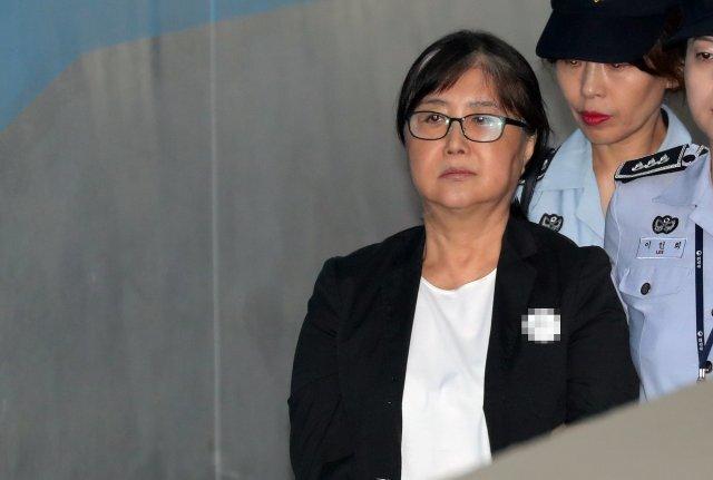 박근혜 정부 국정농단 사건 주범으로 징역 18년을 선고받은 최서원(65·개명전 최순실) 씨. 뉴스1 자료사진