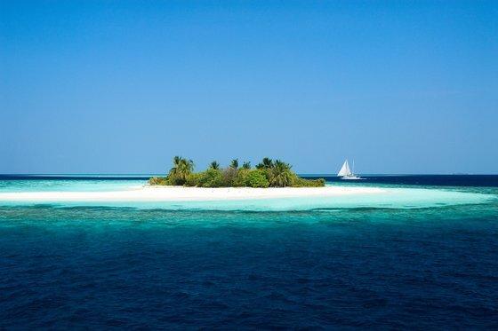 몰디브는 대부분 해발 고도가 낮은 저지대의 섬으로 이뤄졌다. 몰디브관광청