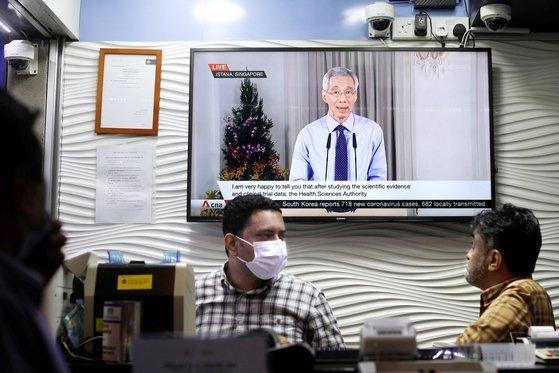 리셴룽 싱가포르 총리가 지난해 12월 14일 백신 도입과 관련해 대국민 담화를 하고 있다. [로이터=연합뉴스]