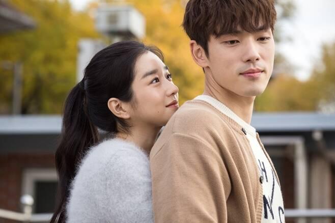 ▲ 서예지(왼쪽) 김정현. 출처|영화 '기억을 만나다' 스틸