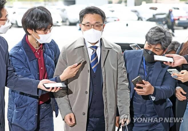 출근하는 김진욱 공수처장 [연합뉴스 자료사진]
