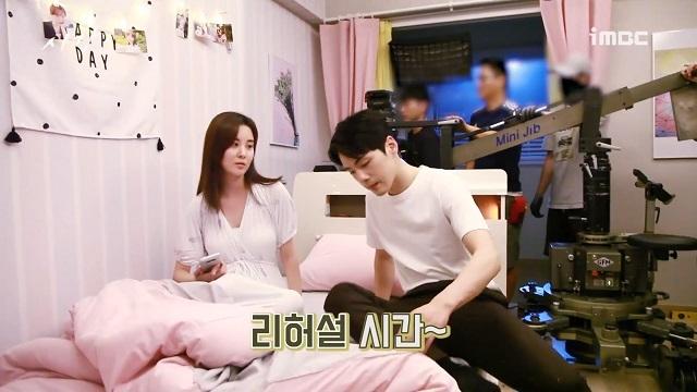 김정현은 서현과 2018년 MBC 드라마 '시간'에서 각각 남녀 주인공을 맡아 열연했다. /MBC '시간' 메이킹 영상 캡처