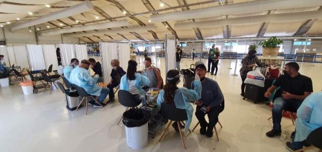 입국장 한 쪽에 마련된 PCR 검사 장소, 취재진도 이 곳에서 검체검사를 받았다