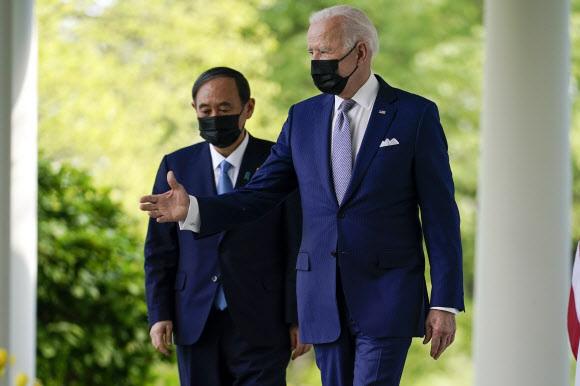 - 16일(현지시간) 미국 워싱턴DC 백악관에서 정상회담을 갖은 조 바이든 미국 대통령과 스가 요시히데 일본 총리. AP