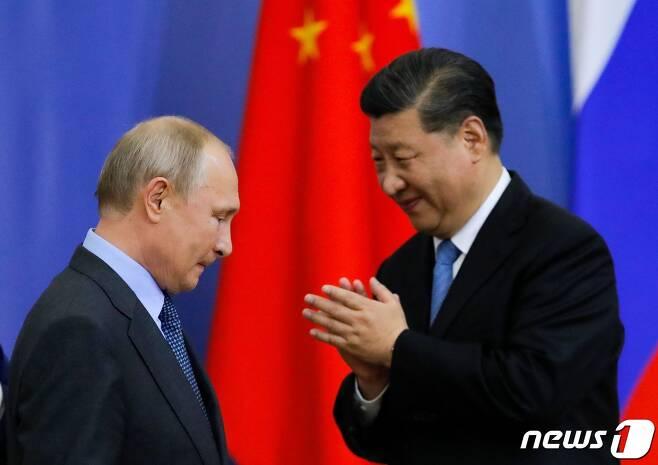 블라디미르 푸틴 러시아 대통령(왼쪽)과 시진핑 중국 국가주석 <자료사진> © AFP=뉴스1
