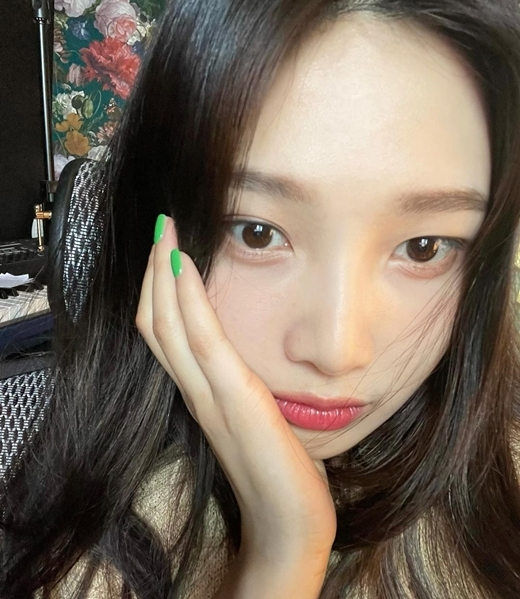 Joy posted a picture on Instagram on the 3rd, I still can not take selfie?Its a selfie photo of Joy, so-called super-close, whose transparent skin is by far admirable. The large eyes glow with lanterns.Joys pure and clean charm stands out in the picture with a smile. Netizens say, What do you mean?I am pretty even if I take my feet with my sisters face, and No, it is a selfie genius. copyright holder c