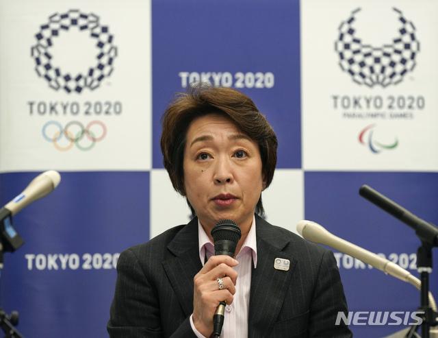 [도쿄=AP/뉴시스]하시모토 세이코 도쿄 올림픽·패럴림픽 조직위원회(도쿄 2020) 위원장이 3일 도쿄에서 자문위원회를 마친 후 기자회견하고 있다. 2021.03.03.