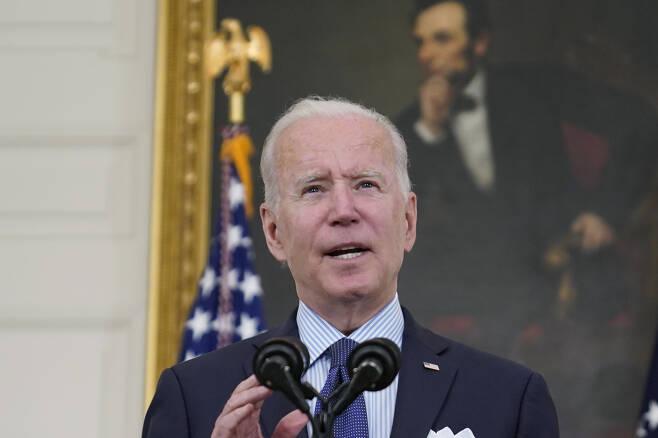 조 바이든 미국 대통령이 4일(현지시간) 백악관에서 한 연설을 통해 미국 독립기념일인 7월 4일까지 미국 성인의 70%가 신종 코로나바이러스 감염증(코로나19) 백신의 최소 1회 접종을 마치도록 하겠다는 새로운 목표를 제시했다. [AP]