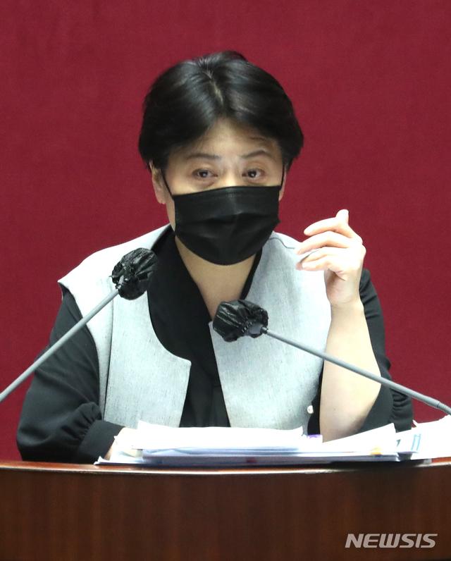 [서울=뉴시스] 전진환 기자 = 윤희숙 국민의힘 의원. 2020.12.12. amin2@newsis.com