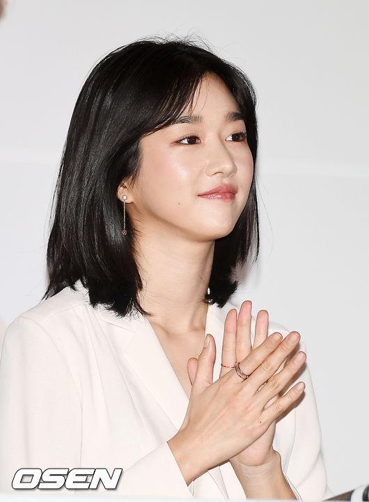 [OSEN=민경훈 기자] 22일 오후 서울 CGV용산아이파크몰에서 진행된 영화 '기억을 만나다' 언론시사회 및 기자간담회에서 배우 서예지가 박수를 치고 있다./ rumi@osen.co.kr