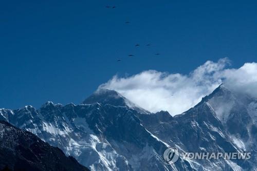 히말라야의 세계 최고봉 에베레스트. [AFP=연합뉴스]