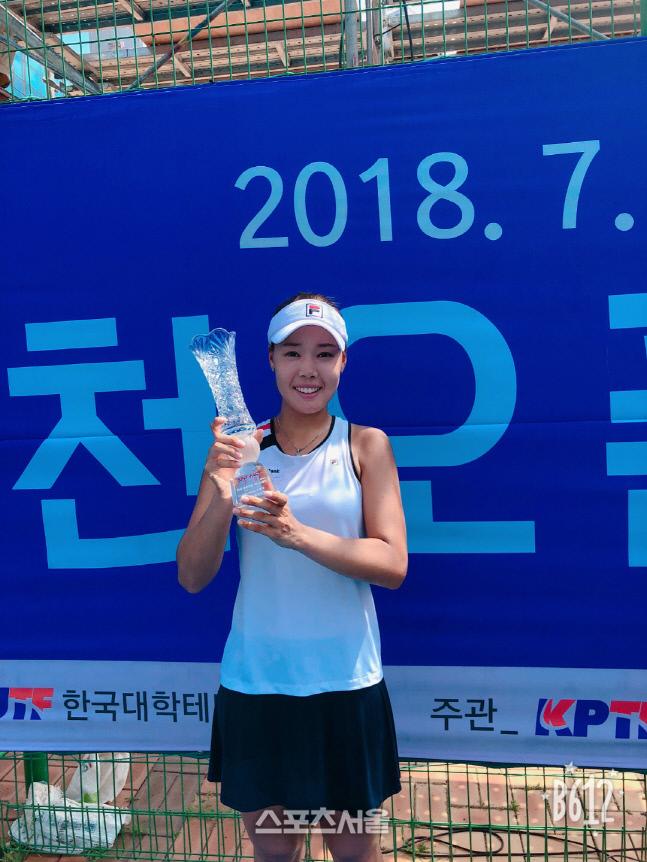 정영원이 지난 2018년 7월 춘천오픈 여자단식 우승을 차지했을 때 모습. 대한테니스협회 제공