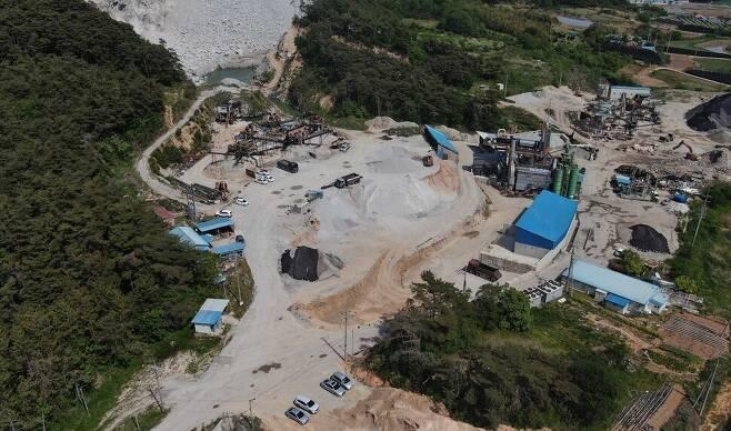 주산 일대 석산개발 업체의 모습. 박종식 기자