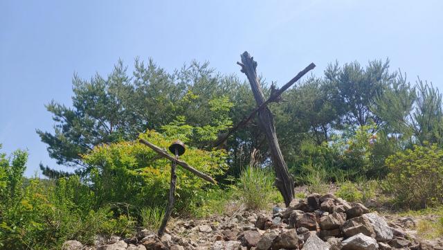 ▲ '비목'의 가사대로 재현해 놓은, 국군사병의 나무로 된 비(비목)들 ⓒ손호철