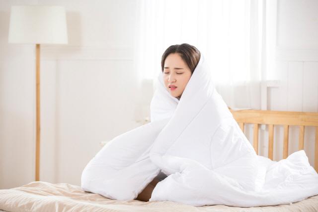 비정상적인 추위는 근육 부족 때문일 수도 있지만, 갑상선기능저하증, 냉증 같은 질병일 수도 있다. /클립아트코리아 제공