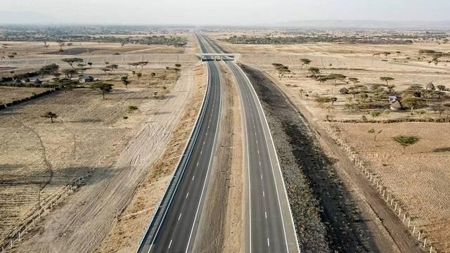 14일 대우건설은 최근 에티오피아에서 준공한 메키-즈웨이 고속도로 본선 구간을 정식 개통했다고 밝혔다. /대우건설 제공