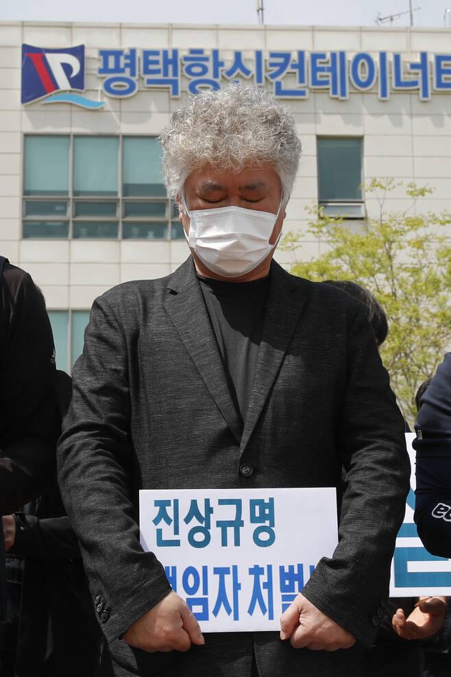 경기도 평택항 사고로 희생된 이선호씨의 아버지 이재훈씨는 자신의 얼굴과 이름을 드러내고 자신의 발언을 이어가고 있다. 한겨레 이정아 기자