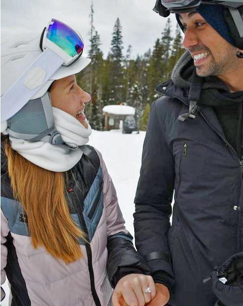 빌 게이츠의 장녀 제니퍼(왼쪽)와 남자친구의 약혼 발표 사진. 출처:인스타그램