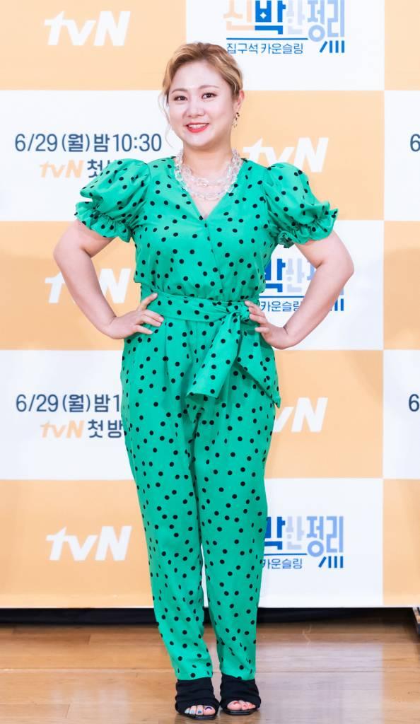 개그우먼 박나래가 29일 오후 온라인으로 생중계된 tvN 예능 '신박한 정리' 제작발표회에서 포즈를 취하고 있다.  '신박한 정리'는 나만의 공간인 '집'의 물건을 비우고, 공간에 행복을 더하는 노하우를 함께 나누는 프로그램이다. / 사진제공 = CJ ENM /사진=김창현 기자 chmt@