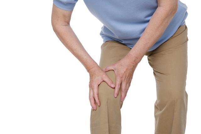 무릎의 평균 수명이 60년 정도여서 60대가 되면 퇴행성 관절염이 나타날 수 있다. 게티이미지뱅크