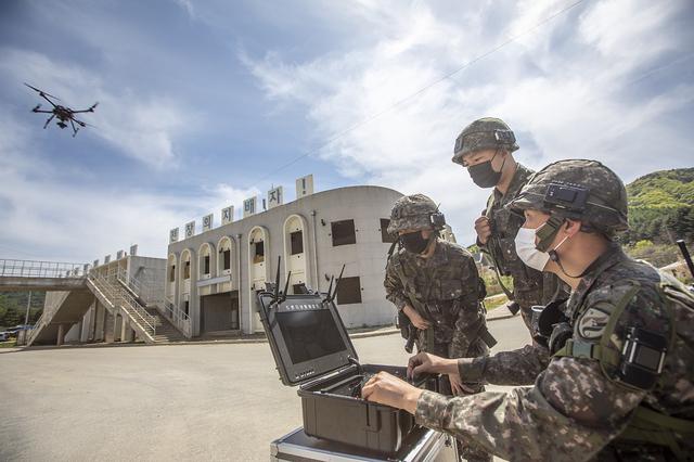 [서울=뉴시스] 오는 21일까지 육군과학화전투훈련단에서 진행되는 '신임장교 KCTC 전투훈련'에서 정보 병과 신임장교들이 전장 상황을 파악하기 위해 정찰드론을 운용하고 있다. 2021.05.16. (사진=육군 제공) *재판매 및 DB 금지