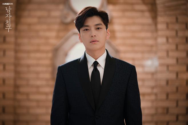 출처: 드라마 <남자친구>에서 송혜교 전 남편 역으로 출연한 장승조 | tvN