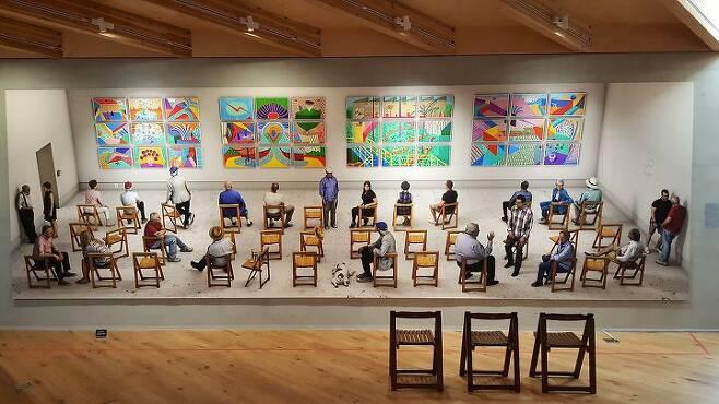 출처: 구하우스에 전시된 호크니 2018년 신작 '전람회의 그림' 전경   사진제공 구하우스