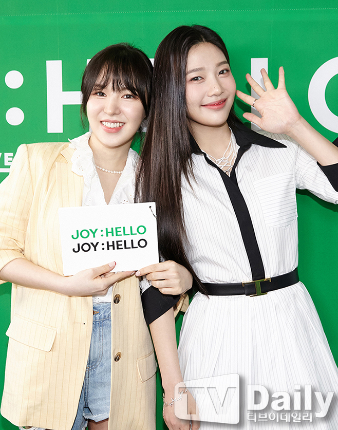 Group Red Velvet Joy conducted an online concert on the afternoon of the 31st to commemorate the release of his first Solo album Hello.Joy, who attended the Concert on the day, poses.Photo: SM EnterAll rights reserved.
