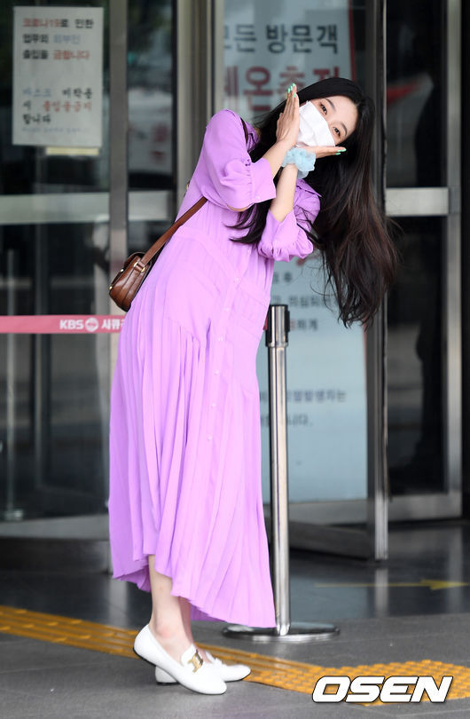 On the afternoon of the afternoon, KBS 2TV Yoo Hee-yeols Sketchbook was recorded at Yeouido KBS in Seoul Youngdeungpo District.Girl group Red Velvet Joy poses for reporters and fans. 2021. 06. 01.Copyright c Koreas Best Sports Entertainment Professional Media (www. osen.co. kr)