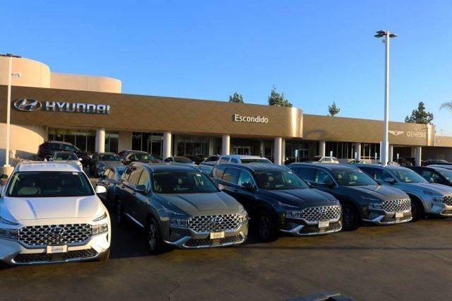 미국 샌디에이고의 현대자동차 대리점에 판매를 앞둔 스포츠유틸리티차량(SUV)들이 전시돼있다. 현대자동차 미국판매법인 제공