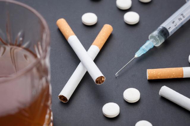 '감각 추구' 성향이 있으면 중독 위험성이 높다는 연구 결과가 나왔다./사진=클립아트코리아