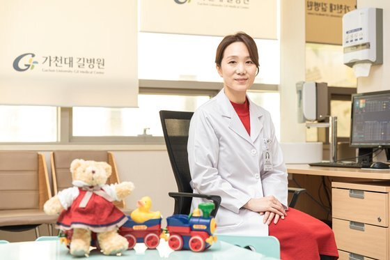 배승민 가천대길병원 교수의 진료실엔 장난감 기차와 인형 같은 아이들을 위한 소품들이 많다. 사진 길병원