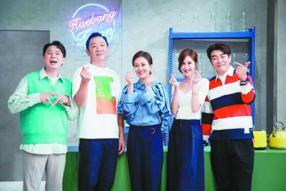 JTBC 새 예능 '해방타운' 제작발표회에 참석 한 허재(왼쪽 둘째). [중앙포토]