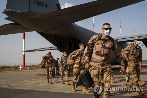 아프리카 사헬지대에서 '바카란' 작전을 수행하는 프랑스군 [AP=연합뉴스 자료사진]