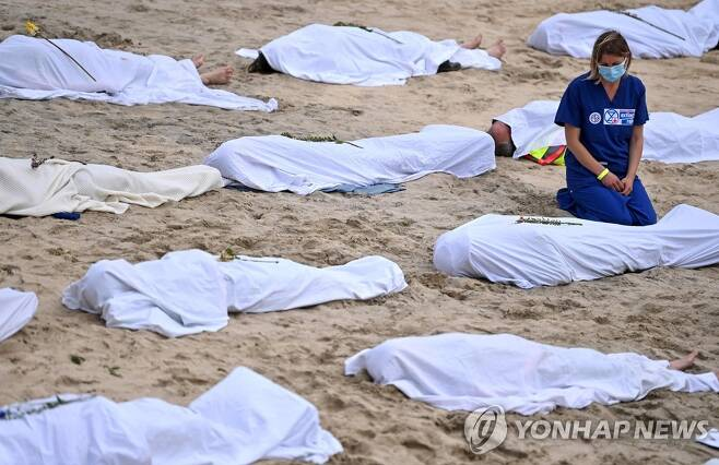 G7 정상회의 시위대 [AFP=연합뉴스]